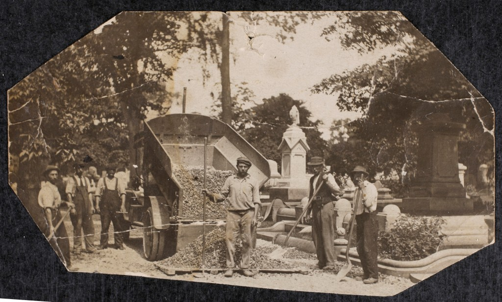 Cemetery staff at work, early 1900s
